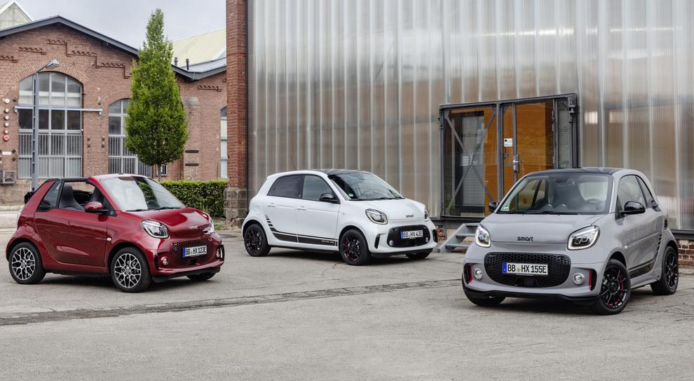 Le Smart EQ Fortwo, Forfour e cabrio solo a batterie