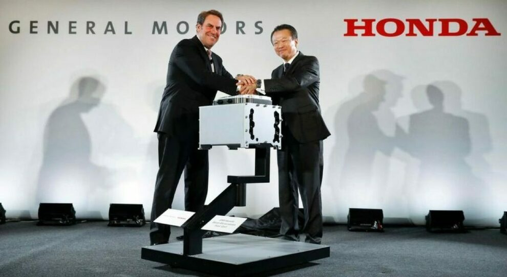 Mark Reuss, presidente di General Motors  e  Seiji Kuraishi, vice presidente esecutivo di Honda Motor