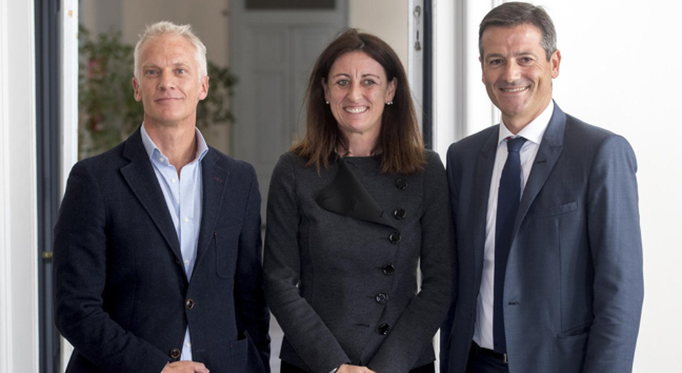 Il CEO di mytaxi, Andrew Pinnington, la General Manager di mytaxi Italia, Barbara Covili e l'amministratore delegato di  Trenitalia, Orazio Iacono
