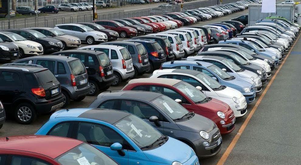 Mercato auto,: brusca frenata a marzo: -9,6% vendite in Italia. Nei 3 mesi flessione del 6,5%
