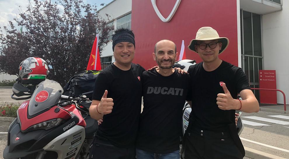 Ken Lu e Lv Fei con Claudio Domenicali, amministratore delegato Ducati