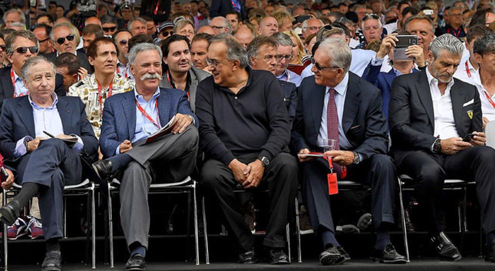 Al centro Sergio Marchionne, presidente della Ferrari assiste all'asta benefica di Ferrari d'epoca a Fiorano