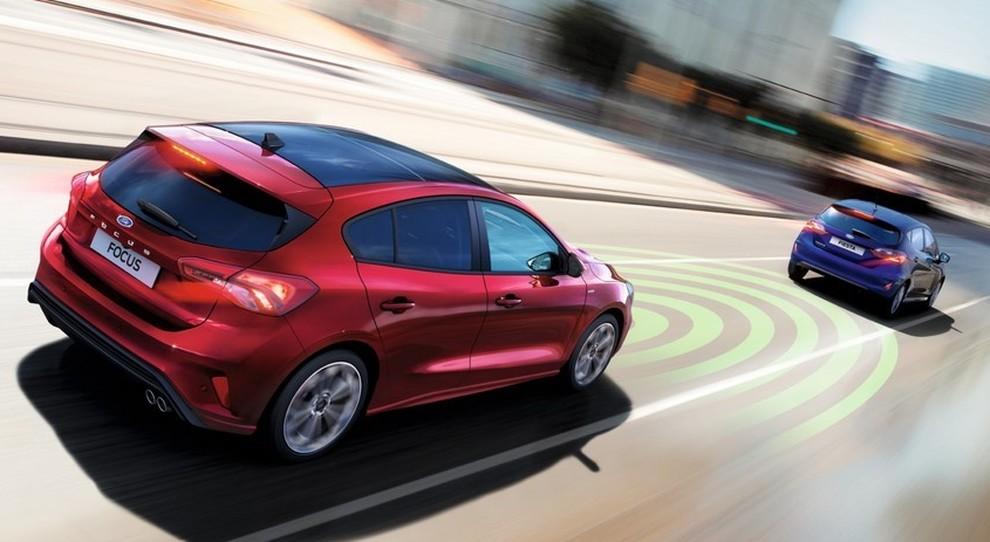 L'Adaptive Cruise Control della Ford Focus che permette di mantenere la distanza di sicurezza con l'auto che la precede