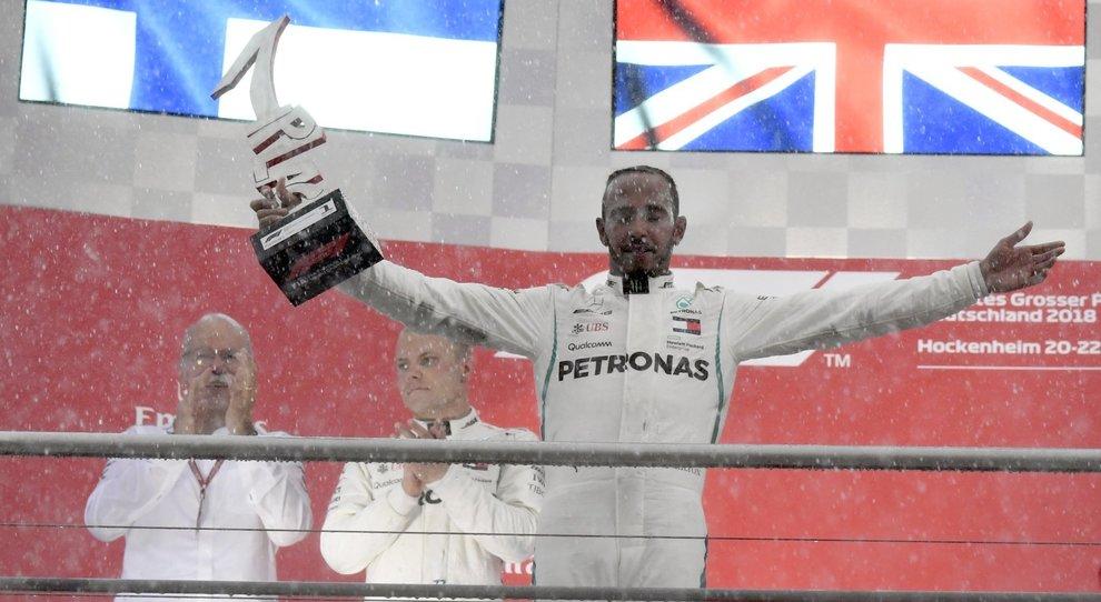 Lewis Hamilton sul podio
