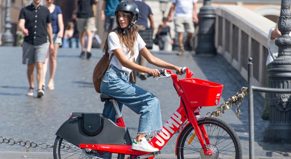 Uber sceglie Roma per il bike sharing elettrico. 2.800 bici in città, mezzi con sistema anti-vandali