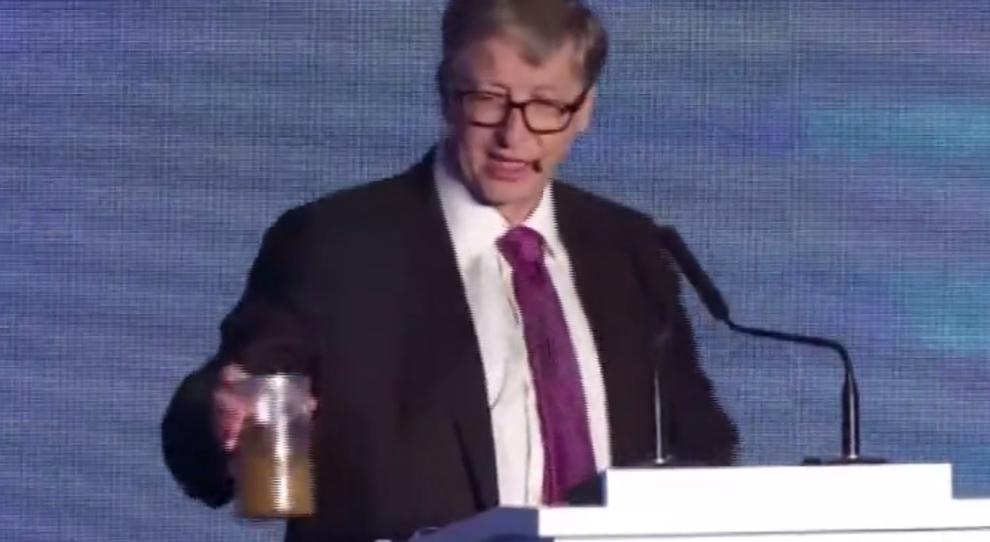 Bill Gates Presenta Il Wc Del Futuro E Sul Palco Si Presenta Con