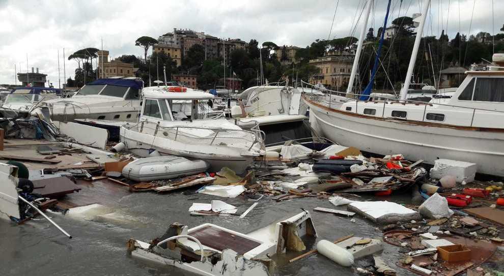 Il porto di Rapallo distrutto dalla mareggiata