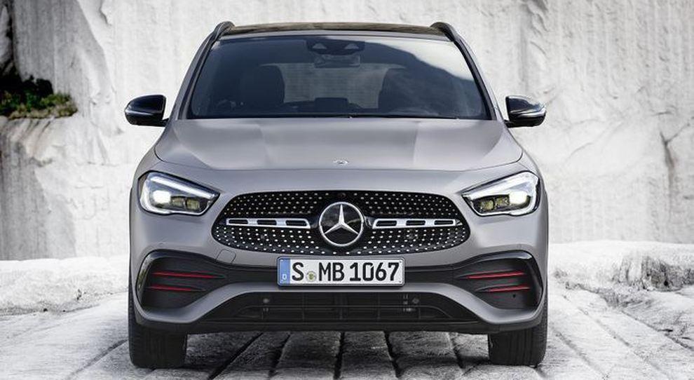 Il frontale della nuova Mercedes GLA