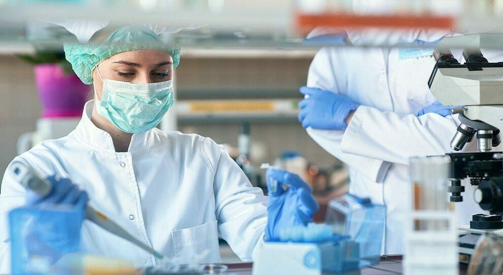 Covid, svolta con due test italiani: possibile prevedere livello di contagio e gravità della malattia Come funzionano