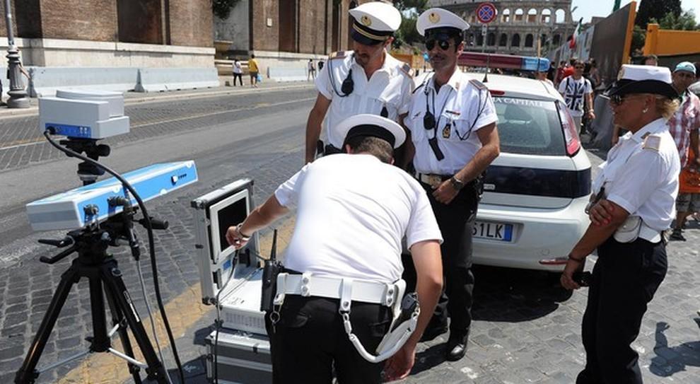 Autovelox in città, le multe sono valide solo l'auto si può fermare