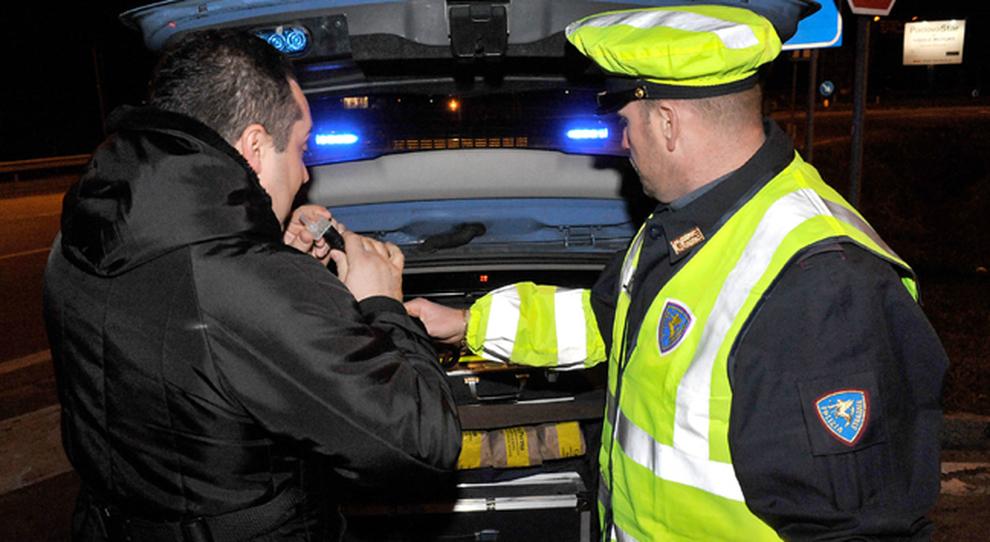 Un alcol test della Polizia Stradale