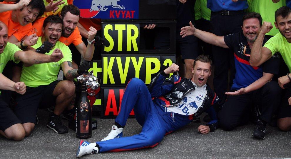 L'esultanza di Kvyat e degli uomini del team Toro Rosso