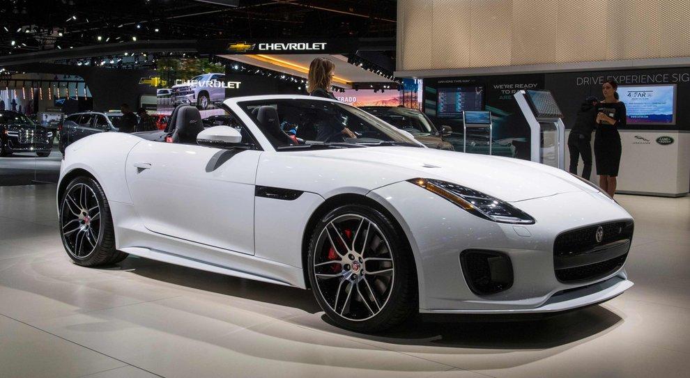 La Jaguar F-Type convertible presentata a Los Angeles auto show