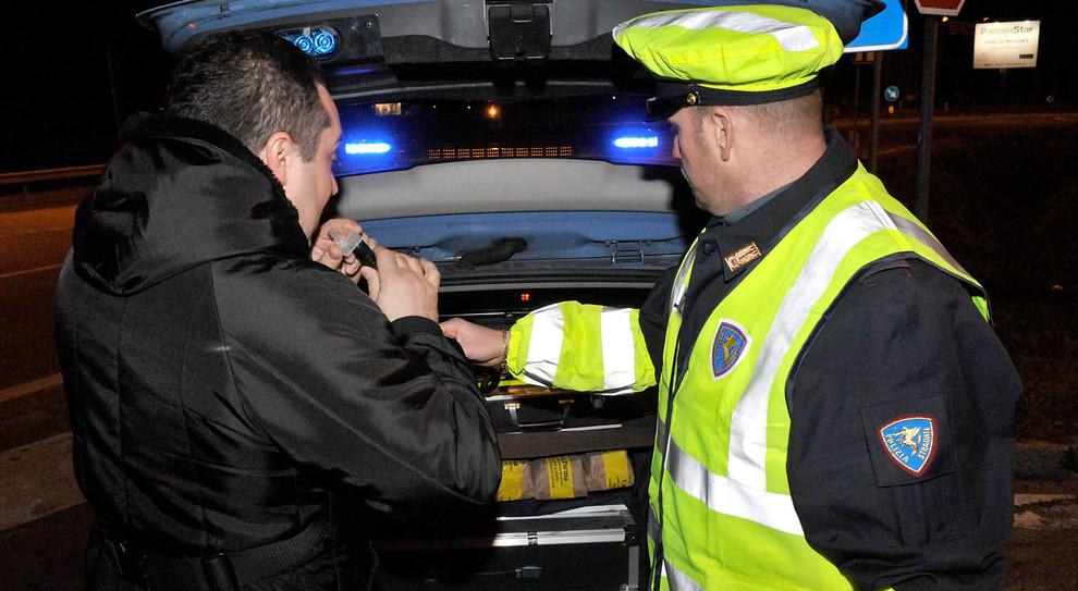 Un alcoltest effettuato dalla polizia stradale
