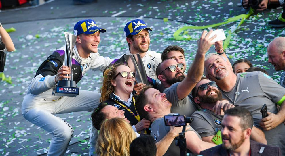 Sims e Guenther si fanno un selfie dopo la vittoria in Arabia