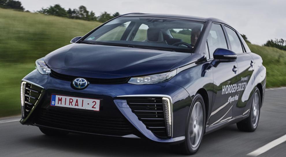 La Toyota Mirai durante il viaggio sulle strade tedesche