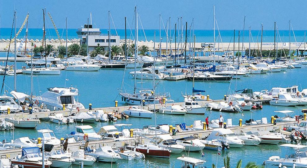 Un porto turistico