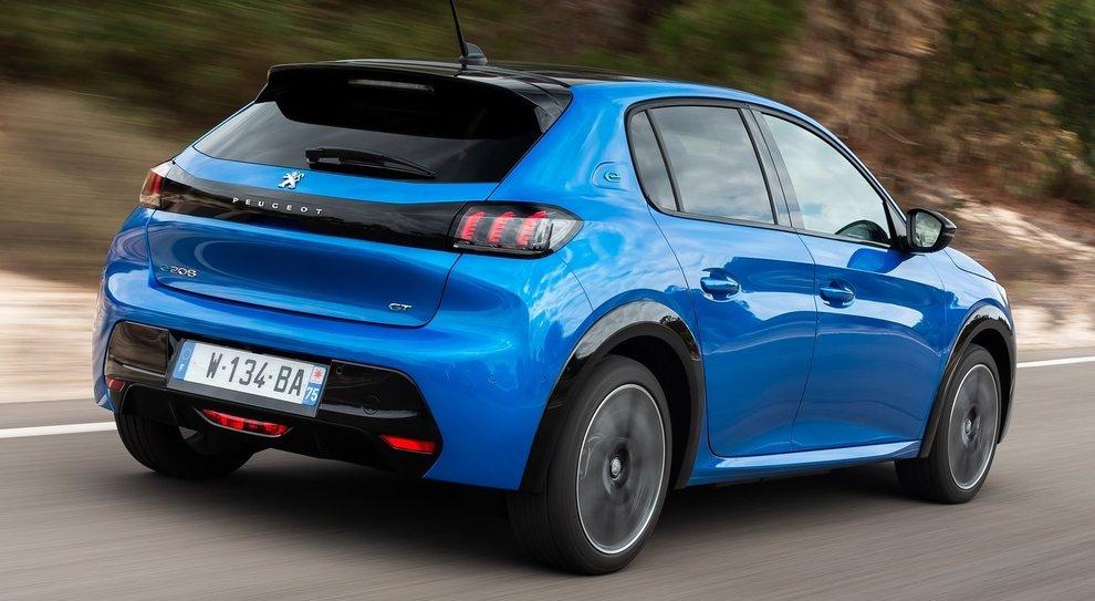 La Peugeot 208 in versione elettrica, recente vincitrice del titolo di Auto dell'Anno 2020