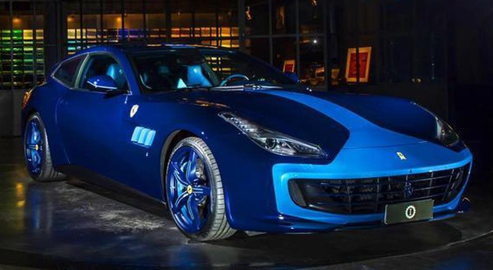 La Ferrari GTC4Lusso Azzurra di Lapo Elkann messa all'asta