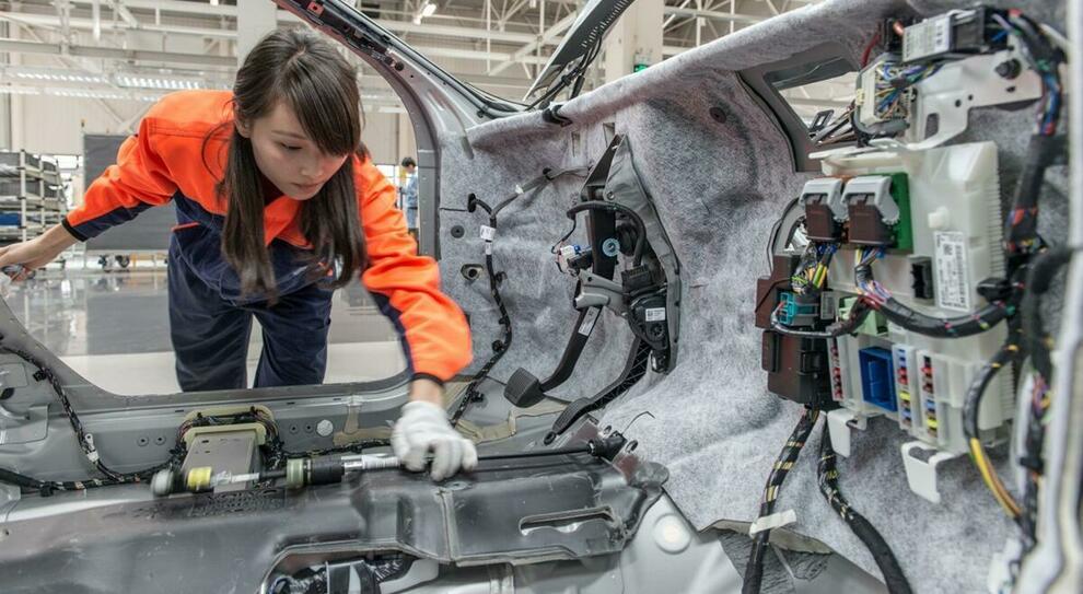 Una fabbrica di automobili in Cina