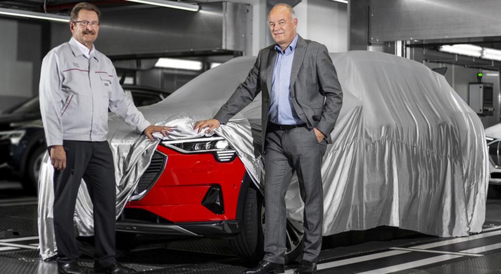 Peter Koessler, membro del board per la produzione e la logistica di Audi AG, e Patrick Danau, AD di Audi Bruxelles