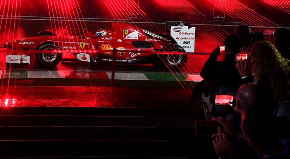 Un momento dello show per i festeggiamenti dei 70 anni della Ferrari svolto a Maranello