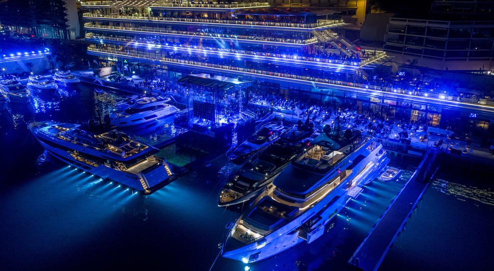 Una suggestiva panoramica del concerto di Sting nella scintillante cornice dello Yacht Club di Monaco