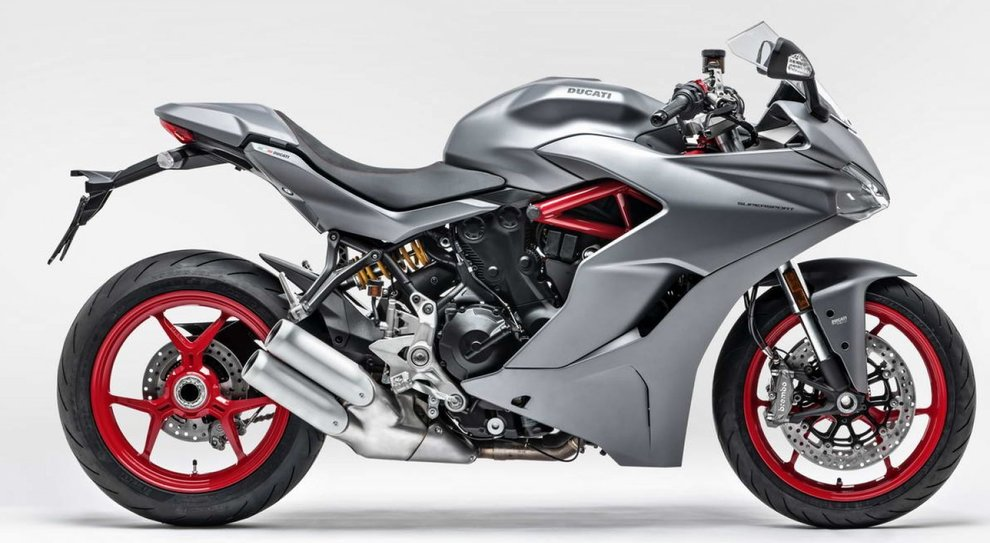 L'elegante livrea Titanium Grey opaco abbinata a cerchi e telaio rossi della Ducati SuperSport