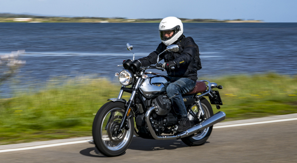 Un momento del tour della Sardegna con le Moto Guzzi