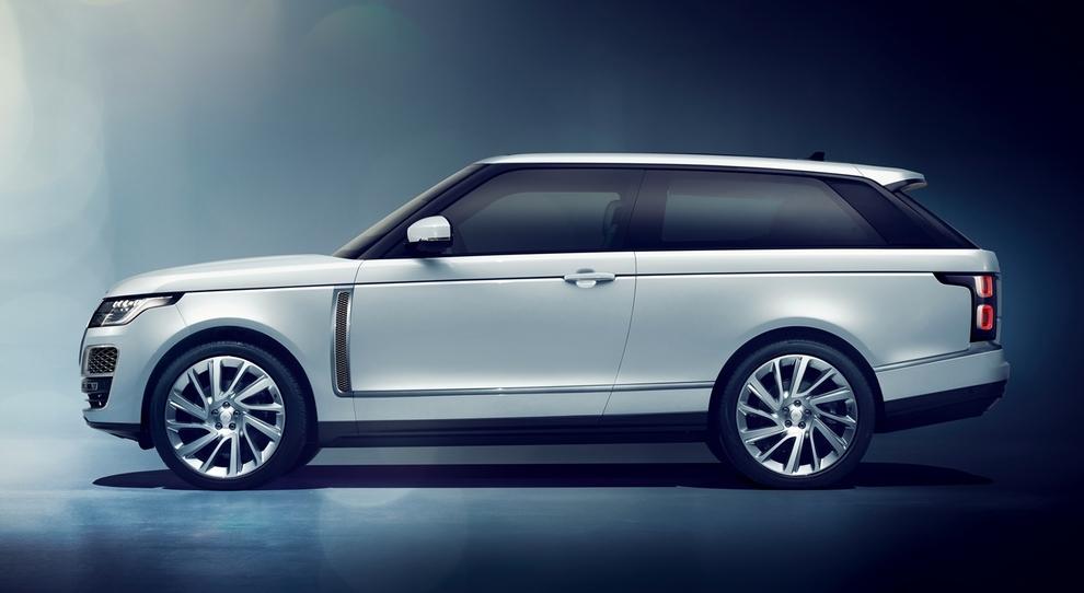 La Range Rover SV Coupè esposta a Milano al Gattinoni Hub