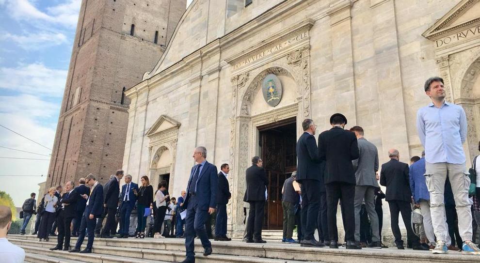 Il sagrato del Duomo di Torino poco prima della commemorazione di Marchionne