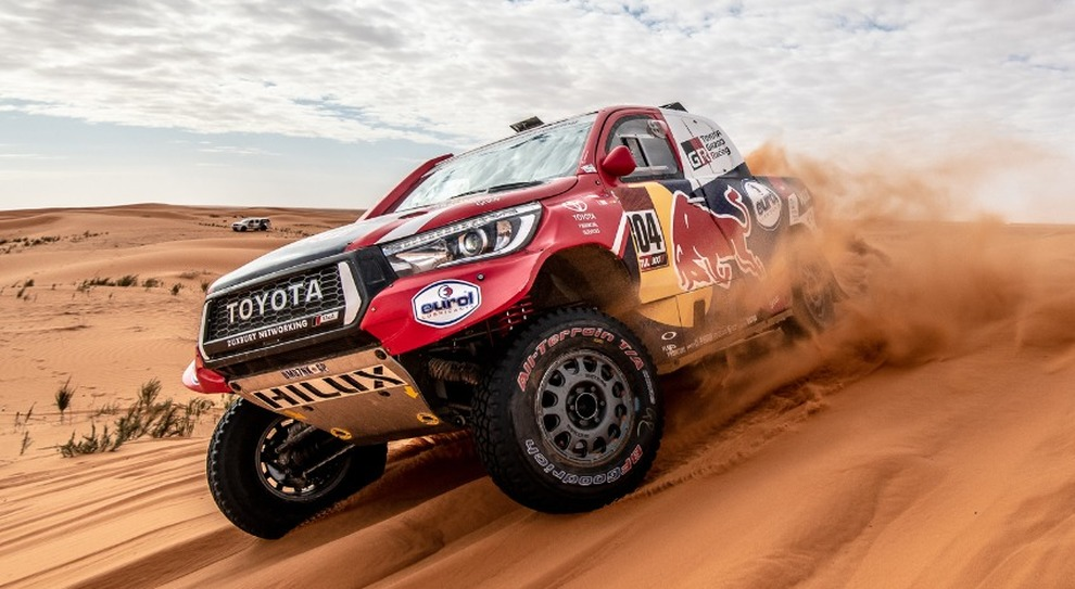 La Toyota Hilux di Al-Attiyah in grande rimonta nella generale