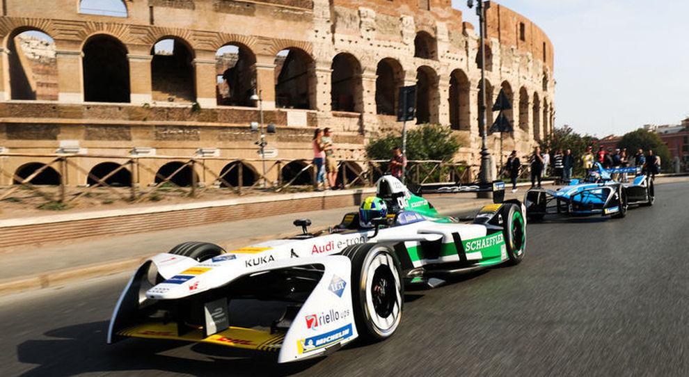 L'Audi di Formula E con sullo sfondo il Colosseo