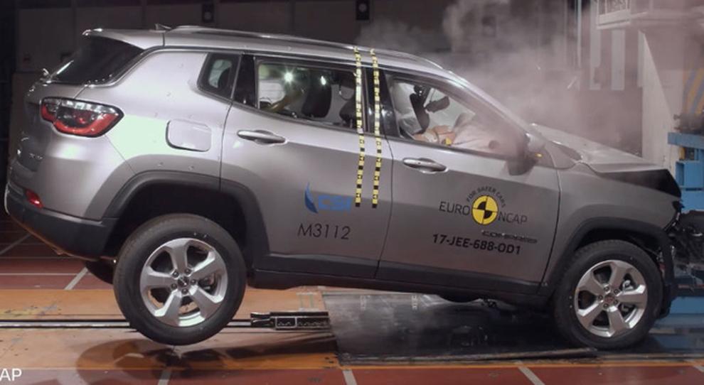 Un crash test a cui è stata sottoposta la nuova Jeep Compass