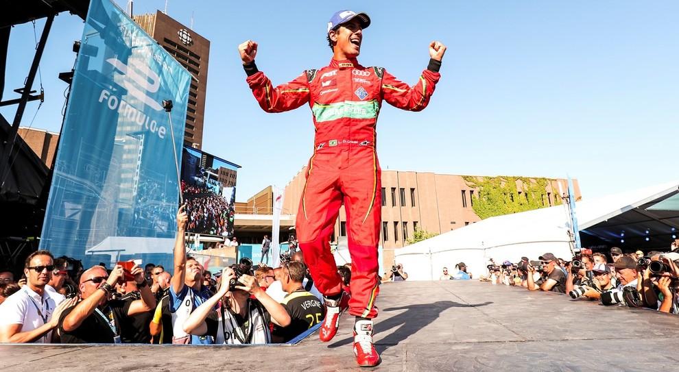 Il pilota dell'Audi Lucas di Grassi festeggia a Montreal dopo essere diventato campione di Formula E