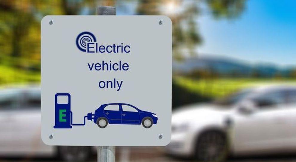Scossa elettrica, la transizione energetica è in atto ma il diesel non è affatto il passato