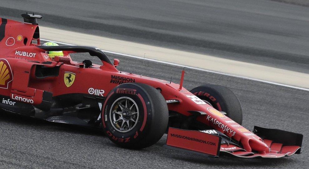 Mick Schumacher al volante della Ferrari nelle prove in Baharein