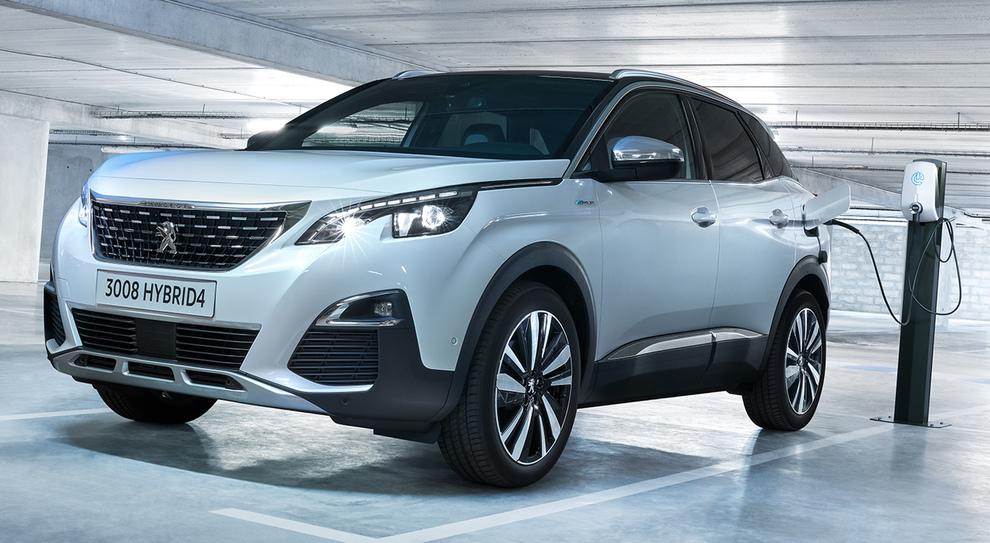 La nuova Peugeot 3008 Hybrid4