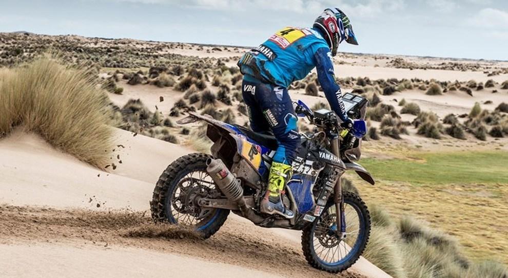 Adrien Van Beveren su Yamaha è il leader della Dakar fra le moto