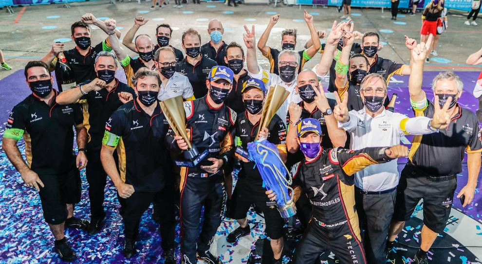 La festa del team Mercedes per la doppietta nel'ultimo EPrix della stagione
