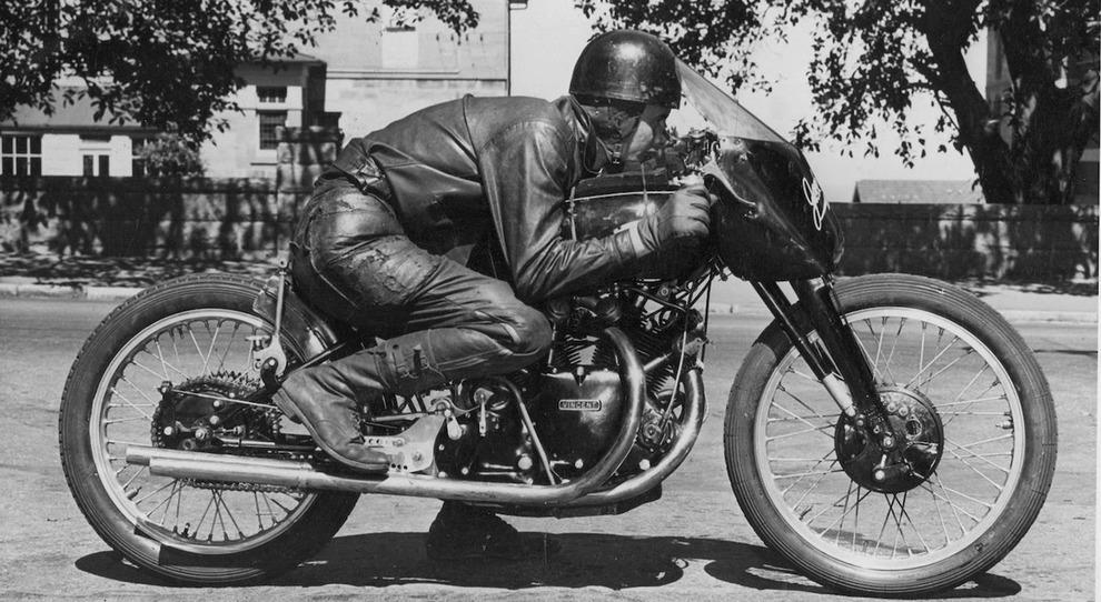 Il pilota Jack Ehret con la Vincent Black Lightning del 1951
