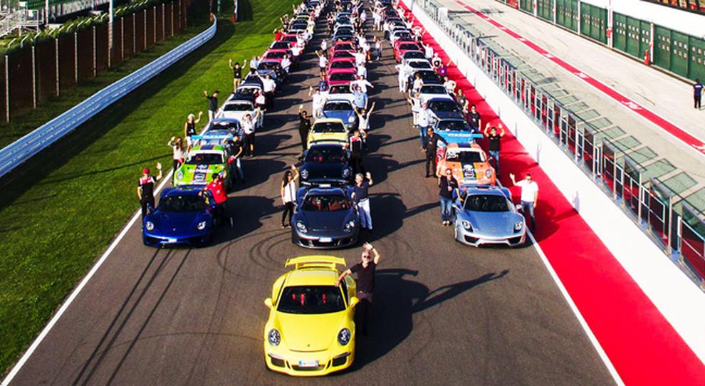 Alcuni dei partecipanti al Porsche Festival all'autodromo toscano del Mugello