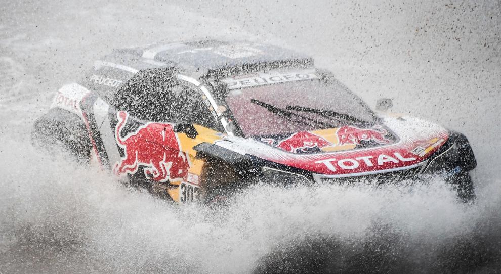 La Peugeot 3008 DRK di Carlos Sainz leader della classifica generale