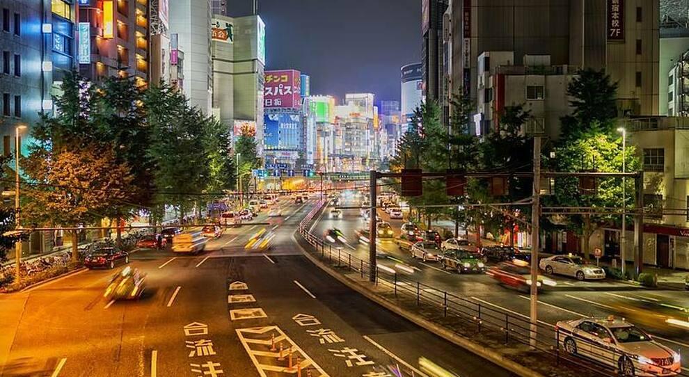 Traffico notturno a Tokyo