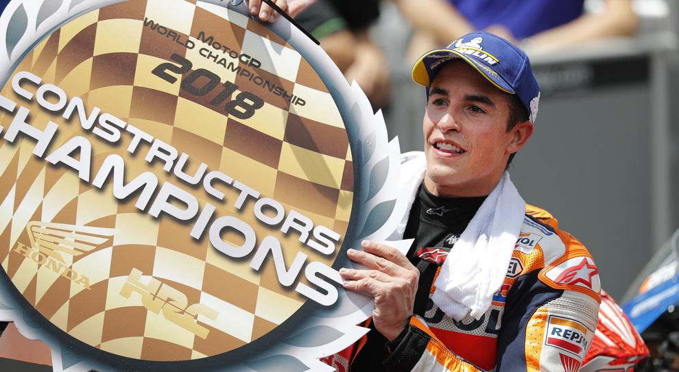 Marc Marquez festeggia il campionato del mondo Costruttori sul podio di Sepang