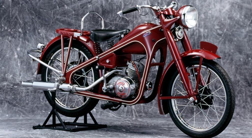 """Honda celebra 400 milioni di motoveicoli prodotti in 70 anni di storia """"D-Type prodotta nel 1949""""  Potrebbe interessarti: https://www.today.it/motori/auto-moto/honda-400-milioni-moto-prodotte.html Seguici su Facebook: https://www.facebook.com/page"""