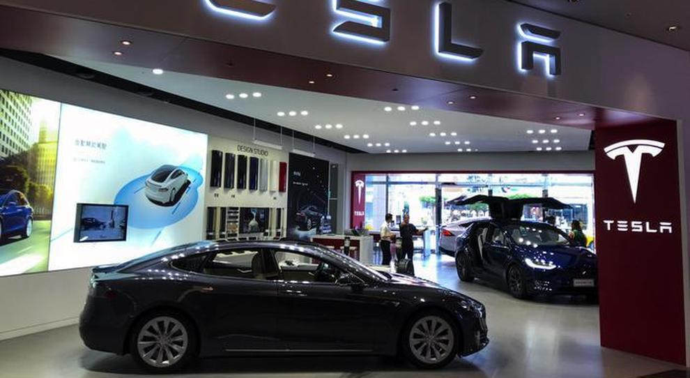 Un dealer Tesla