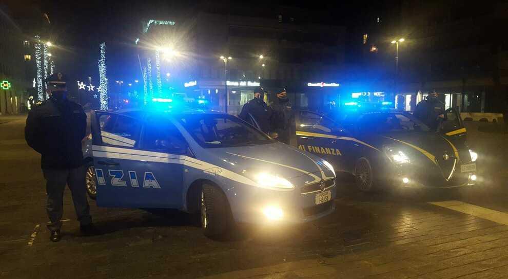 Coronavirus, blitz in casa durante la festa privata: la Polizia multa 22 persone