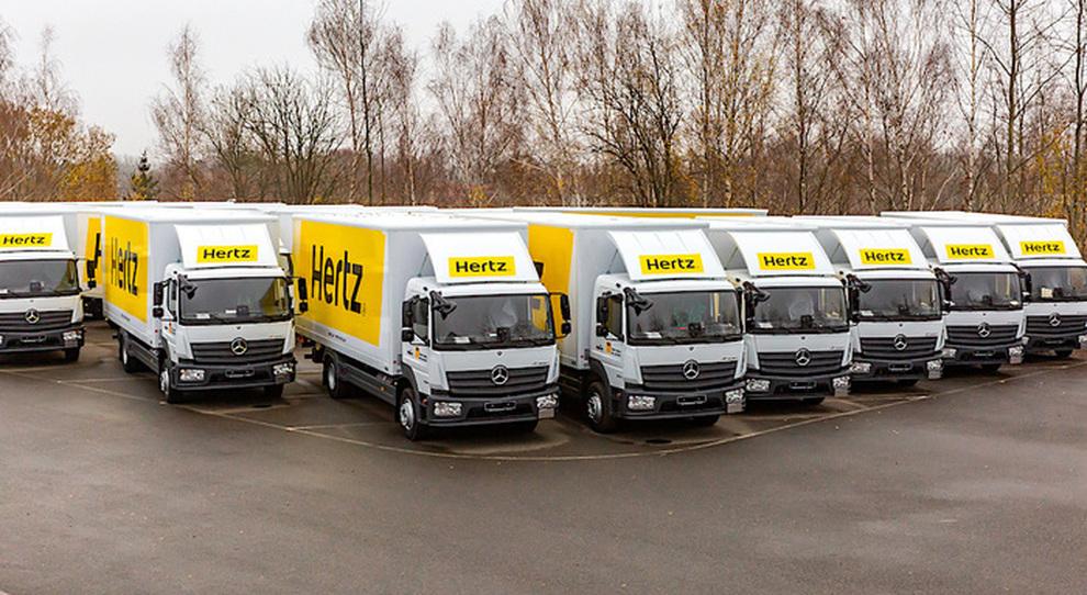 Alcuni dei 55 Mercedes Atego consegnati ad Hertz
