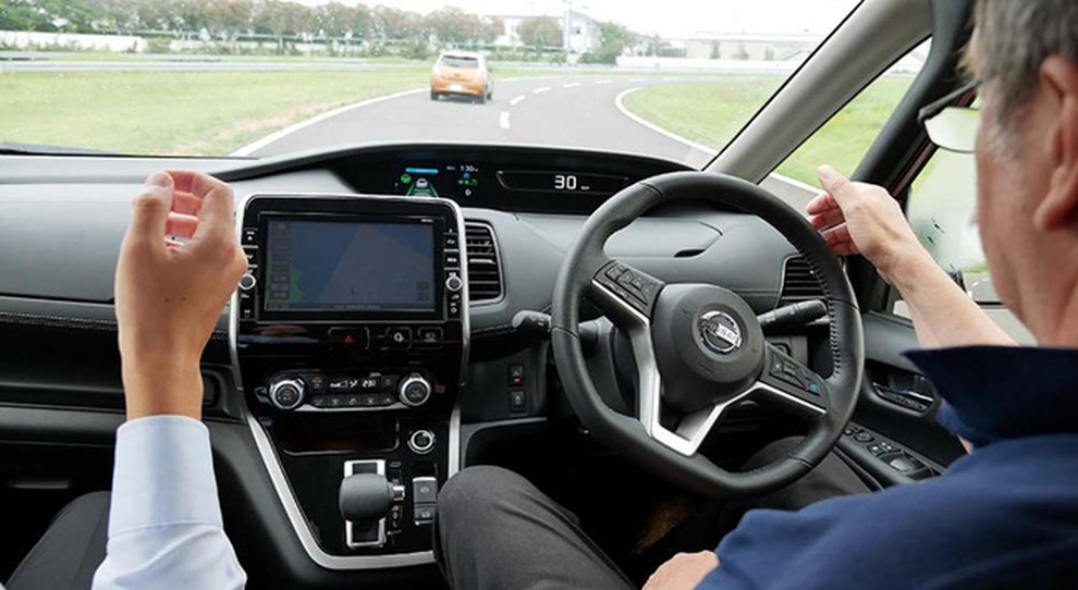 Un test del sistema ProPilot su una Nissan